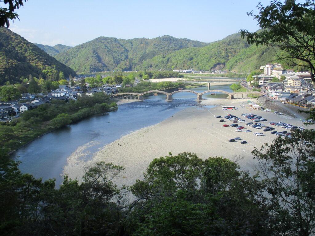 城山(姉ヶ山)下山道から見る錦帯橋