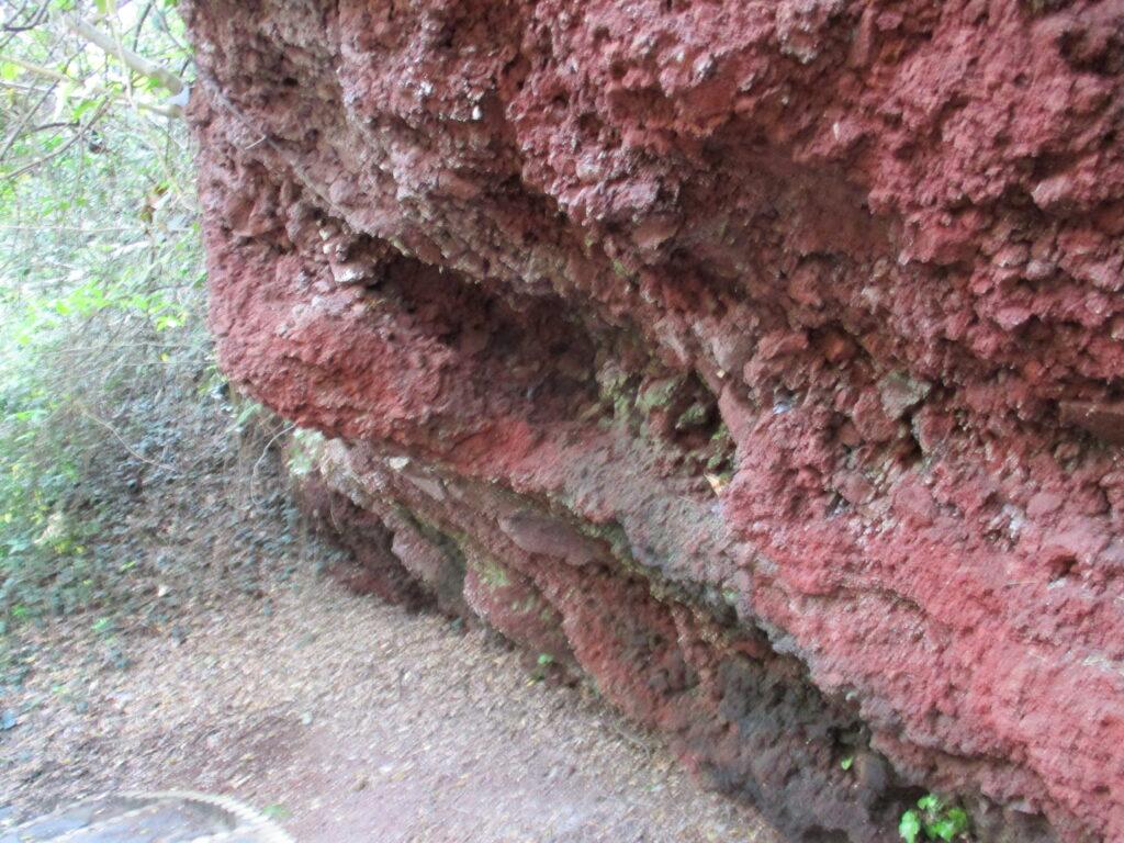 火山岩の壁