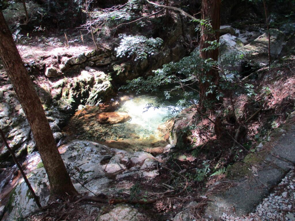 龍尾の滝の上