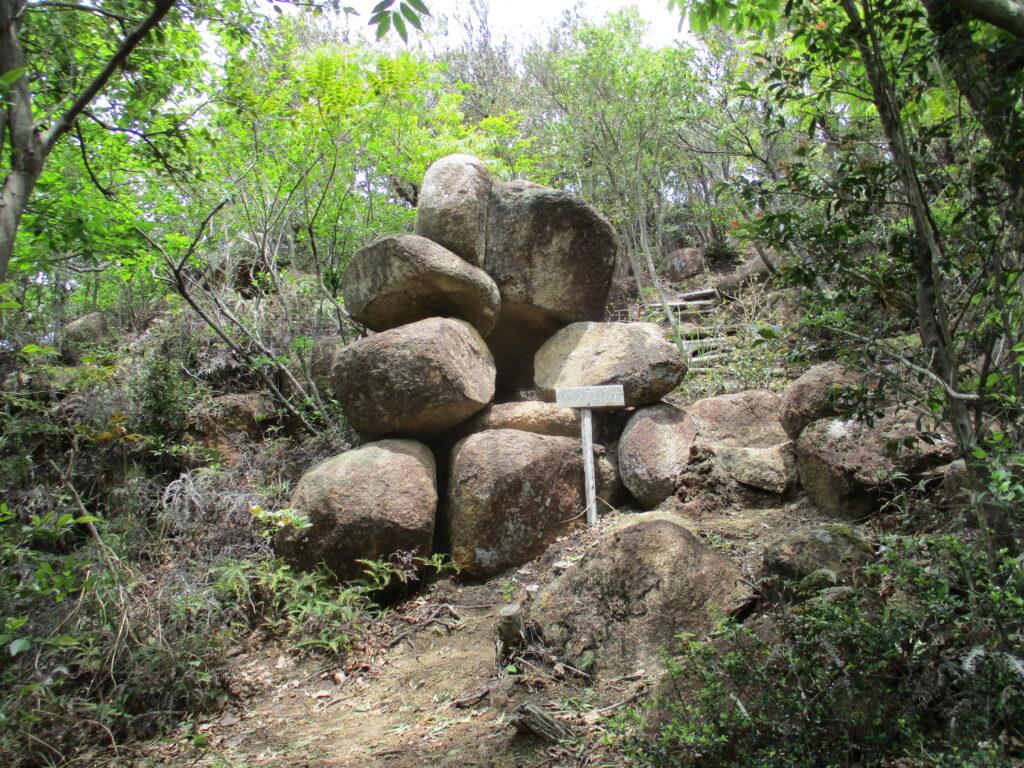 バランス岩