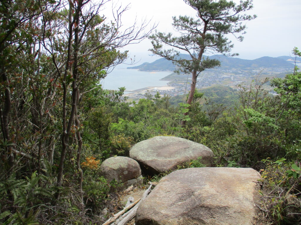 大海側に張り出した岩(平岩展望所)
