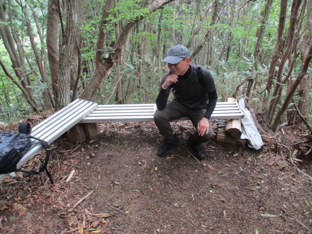 途中のベンチでちょっと休憩