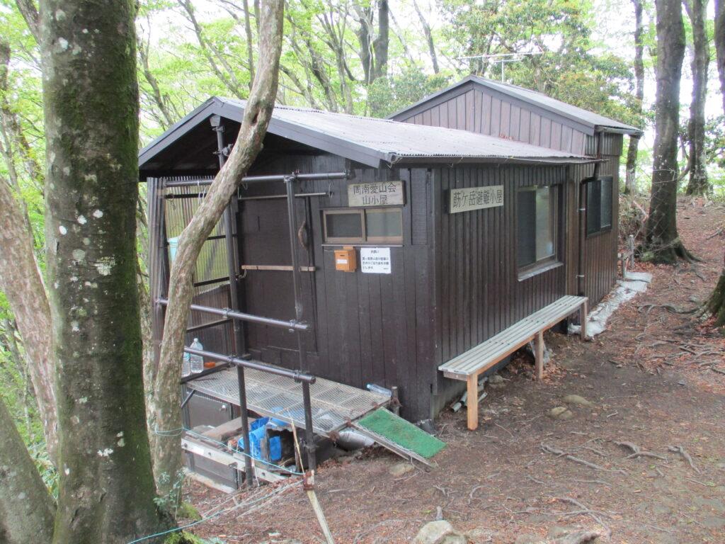 莇ヶ岳の避難小屋