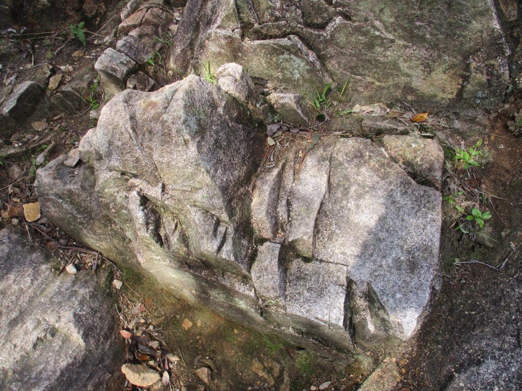 これも花崗岩なんですかね?