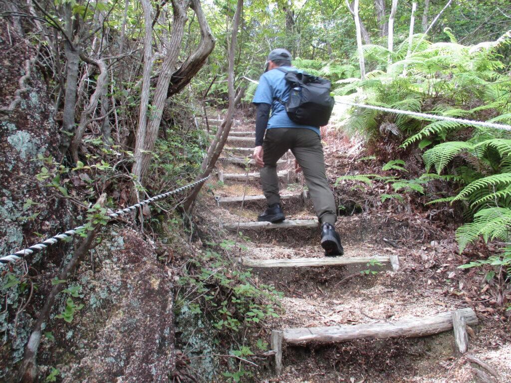 木止めの階段