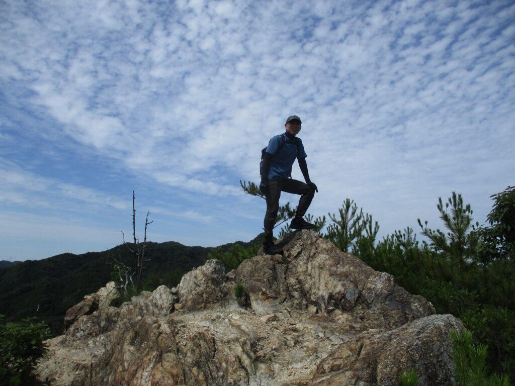 岩山山頂で決めポーズ