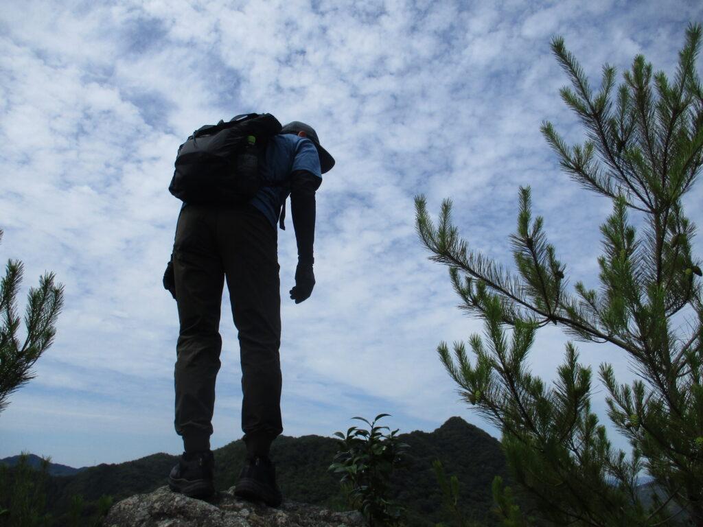 丘の向こうに竜ヶ岳