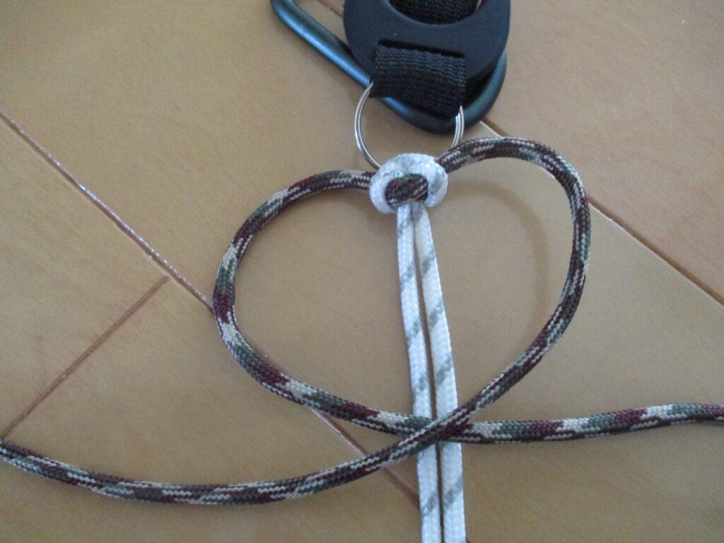 5.結び紐で右上の輪を作る