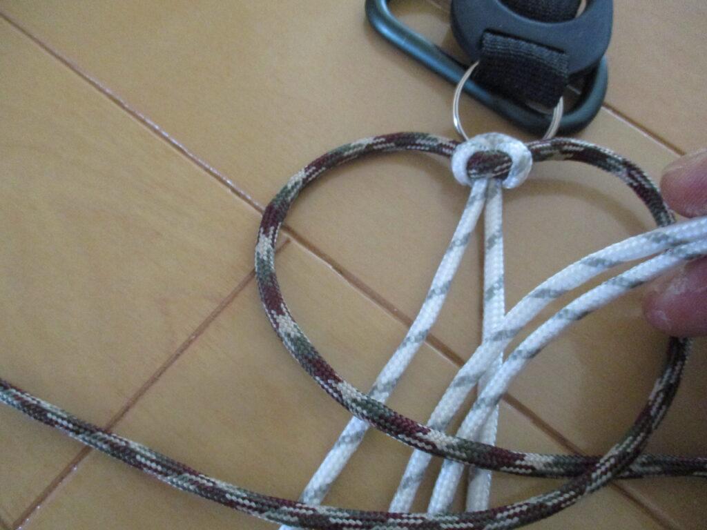 6.芯紐の真ん中を抜く