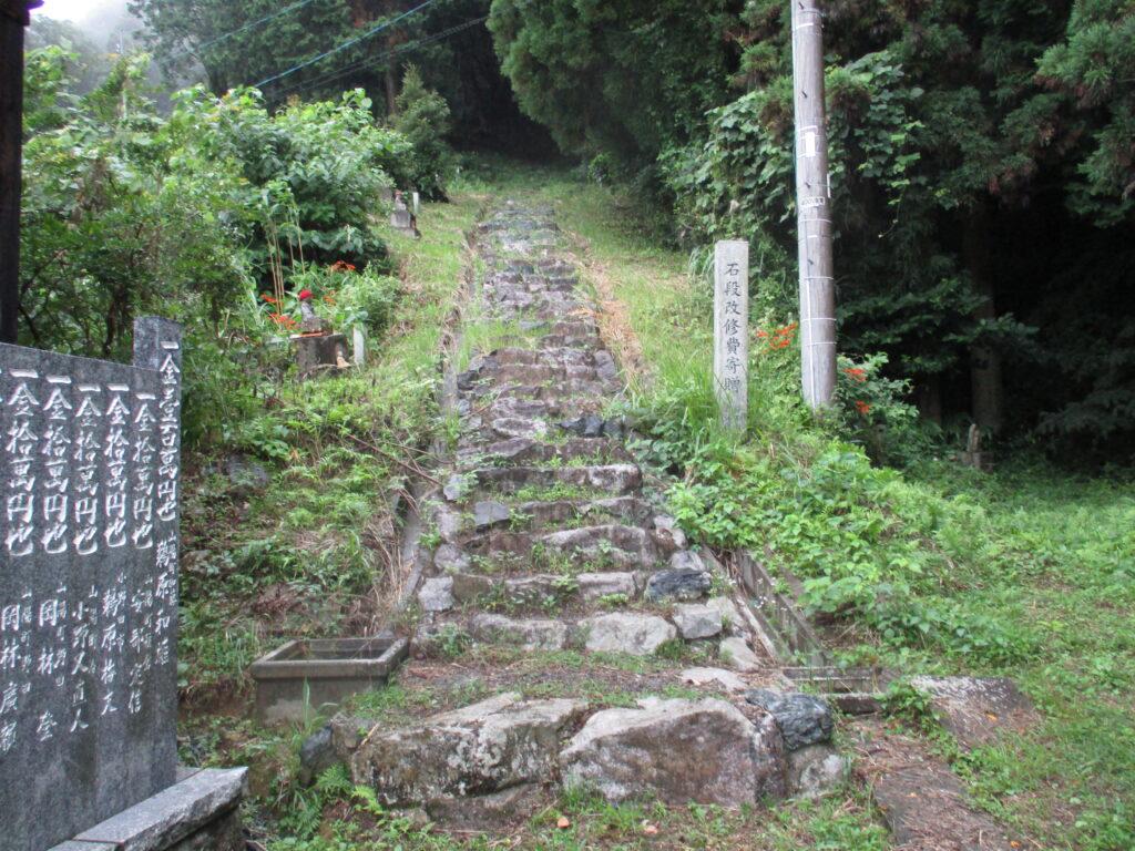 松岳山への石段