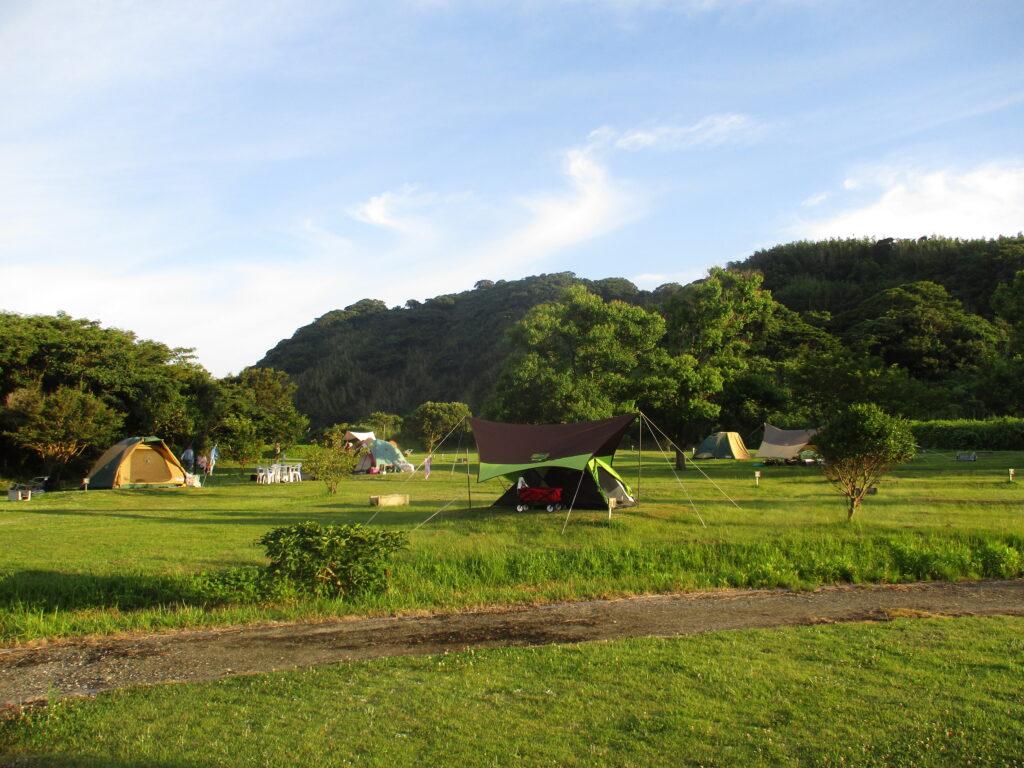 テントサイトの朝の風景