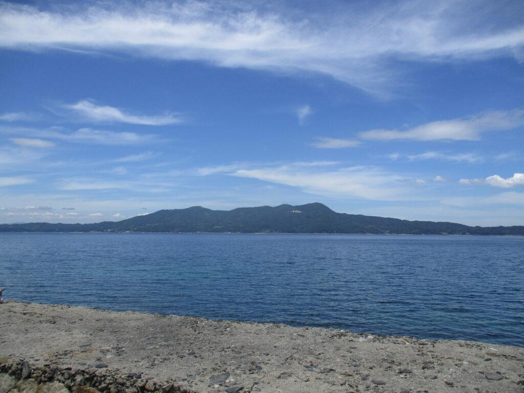 上関町の長島から見る大星山