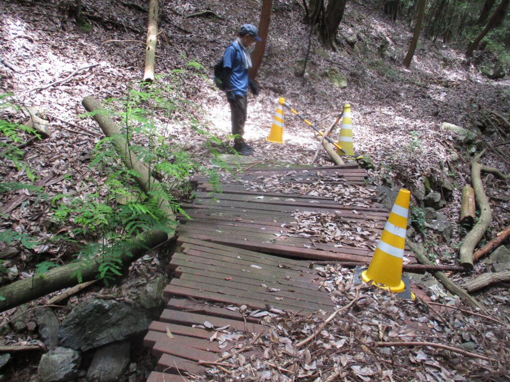 でも比叡神社から市の迫滝へ続く橋は壊れてるんです