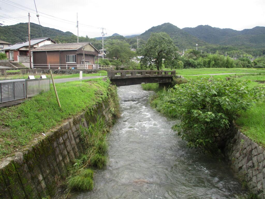 赤田神社裏の吉敷川