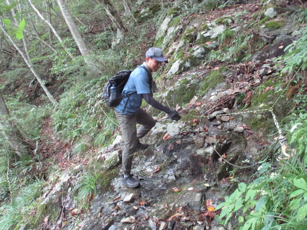3つ目は沢というより岩清水